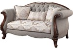 Loveseat w/3 Pillows