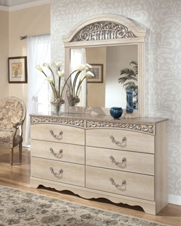 Catalina Traditional Antique White Wood Dresser And Mirror