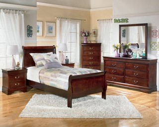 Alisdair Traditional Dark Brown Wood Master Bedroom Set
