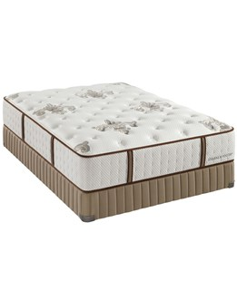 Stearns & Foster estate Queen Plush Tight Top Mattress & Boxspring