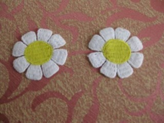 Daisy Lace Craft Trim Color White With Yellow Center
