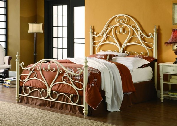 Traditional White Metal Queen Bed CST-300264Q