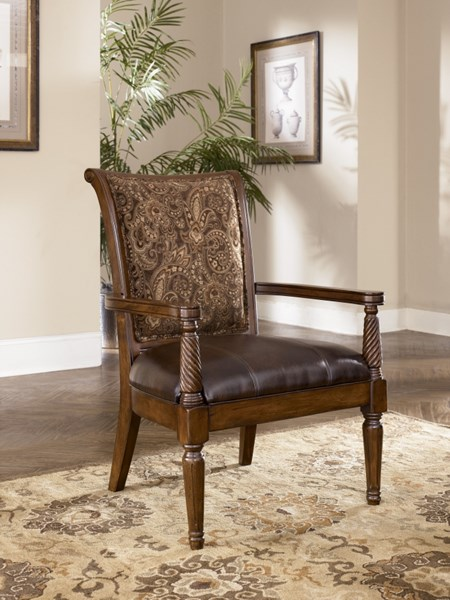 Barcelona Traditional Antique Faux Leather Accent Chair 5530060