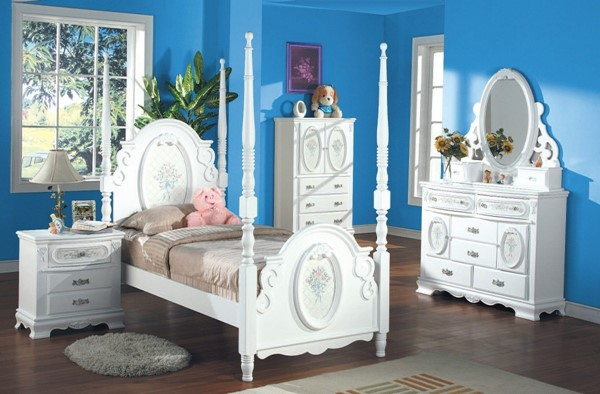 Flora White Wood 2pc Bedroom Set W/Twin Post Bed ACM-01657S1
