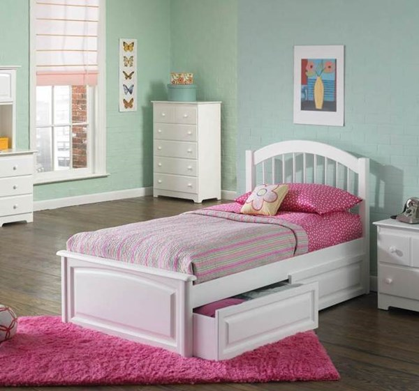 Windsor White Solid Wood Full Bed w/Raised Panel Footboard AP9434132