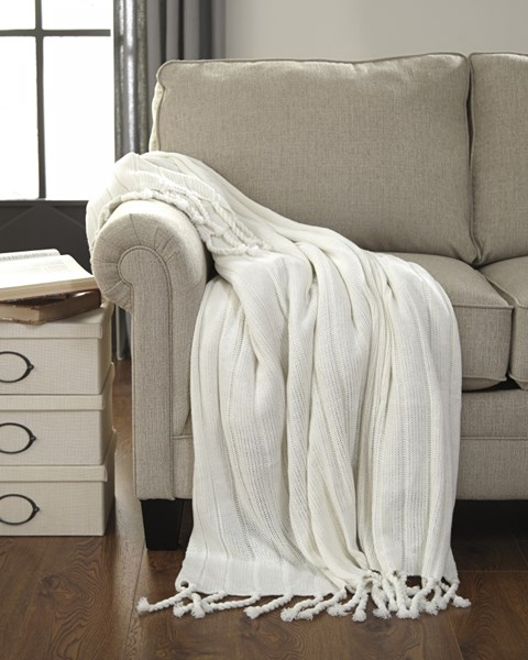 Clarence Vintage Casual Off White Throw (3/CS) A1000611