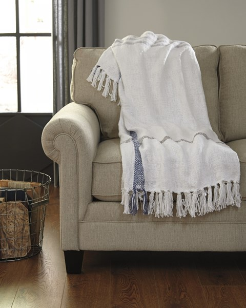 Carencro Traditional Classics Throw (3/CS) A1000613