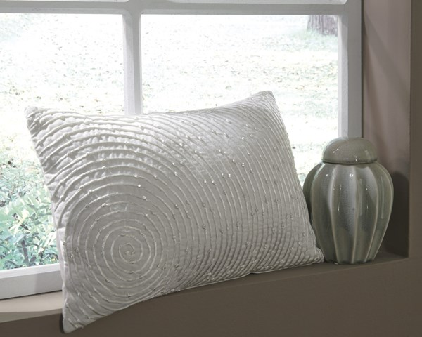 4 Solon Traditional Classics White Fabric Embroidered Pillows A1000673
