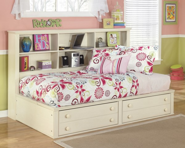 Cream Cottage Cream Cottage Wood Twin/Full Storage Footboard B213-05