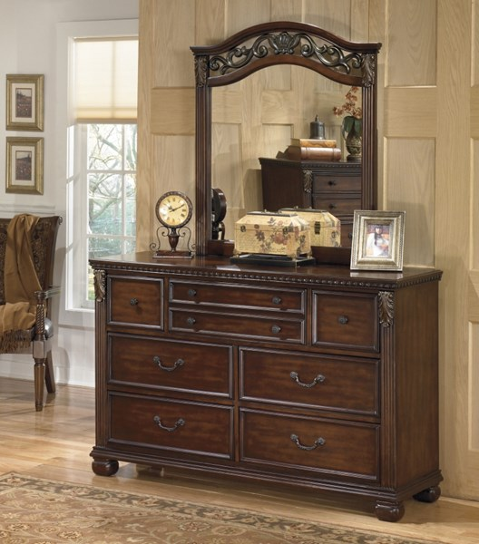 Leahlyn Traditional Warm Brown Wood Dresser B526-31