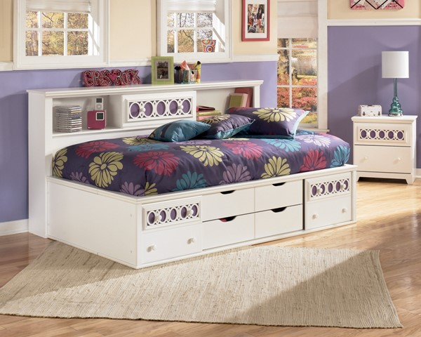 Zayley Replicated White Paint Twin/Full Storage Footboard B131-51
