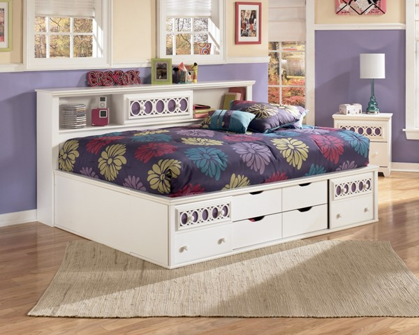 Zayley Replicated White Paint Full Storage Bed B131-FULS