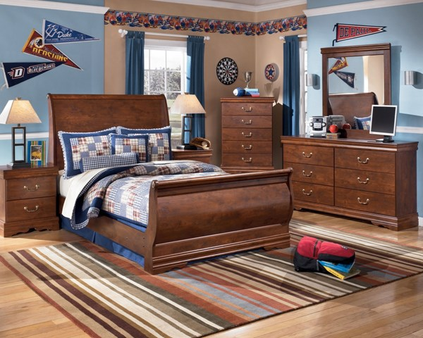 Wilmington Traditional Replicated Cherry Grain Wood Master Bedroom Set B178M