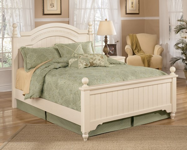 Cottage Retreat Light Cream Wood Queen Poster Beds B213-MBed