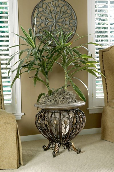 Metalworks Traditional Cast Iron Stone Planter BSF-0919070