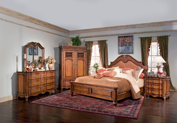 Marquette Park Traditional Medium Brown Cognac King Leather Bed BSF-9012103