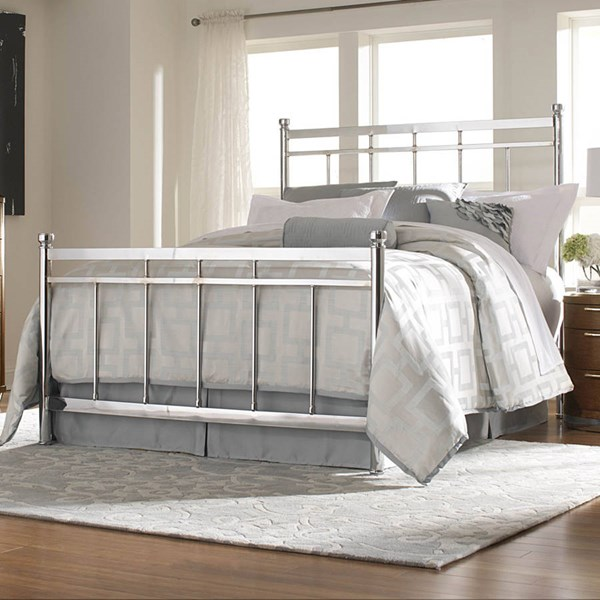Zelda Traditional Metal Chrome Queen Bed HE-2863-1