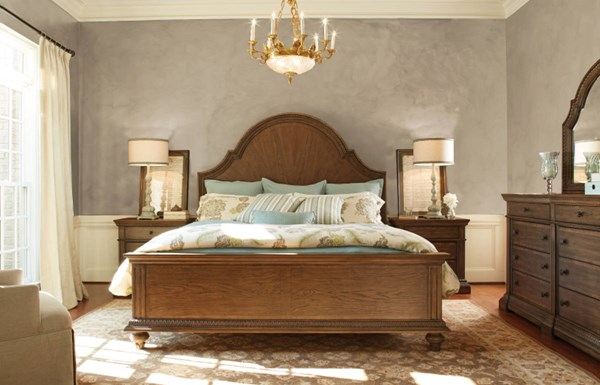 Renaissance Waxed Oak Wood 2pc Bedroom Set W/Queen Arched Panel Bed LGC-5500-BR-S4
