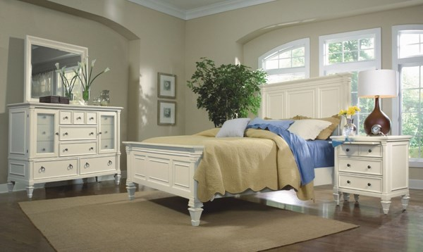 Ashby Casual Patina White Wood MDF 2pc Bedroom Set W King Panel Bed MG-71900-S3
