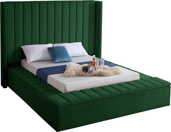 Design Edge Ungarie  Green Velvet Queen Bed DE-23274103