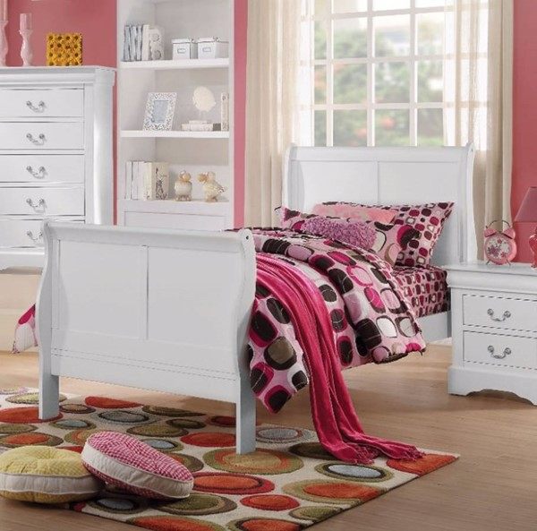 HomeRoots Transitional White Solid Pine Wood Twin Sleigh Bed OCN-307702