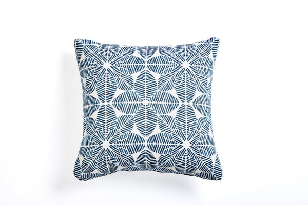 South Sea Talk White Blue Palmetto Azure Pillow SSEA-TPS18-I46020-2