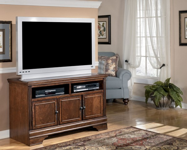 Hamlyn Traditional Dark Brown Wood Medium TV Stand W527-28