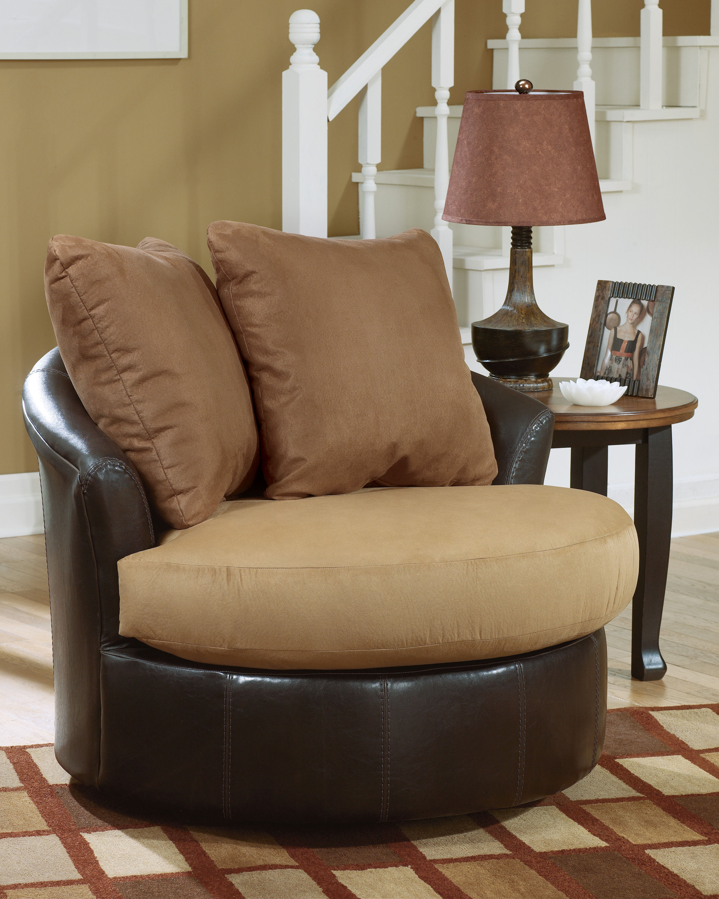 Contemporary Saddle Round Swivel Chair