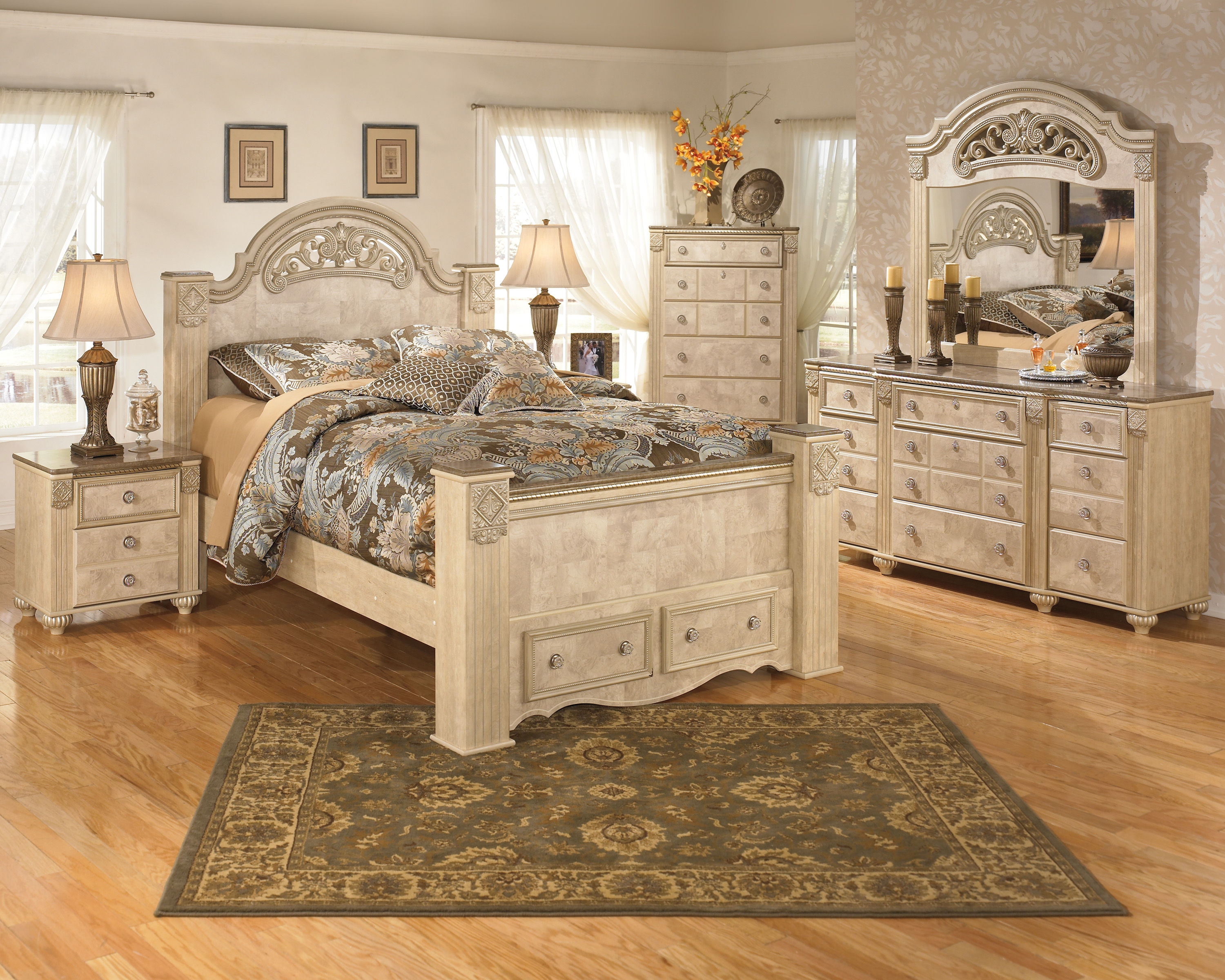 Saveaha Light Brown Wood 2pc Bedroom Set W/Queen Poster Storage ...