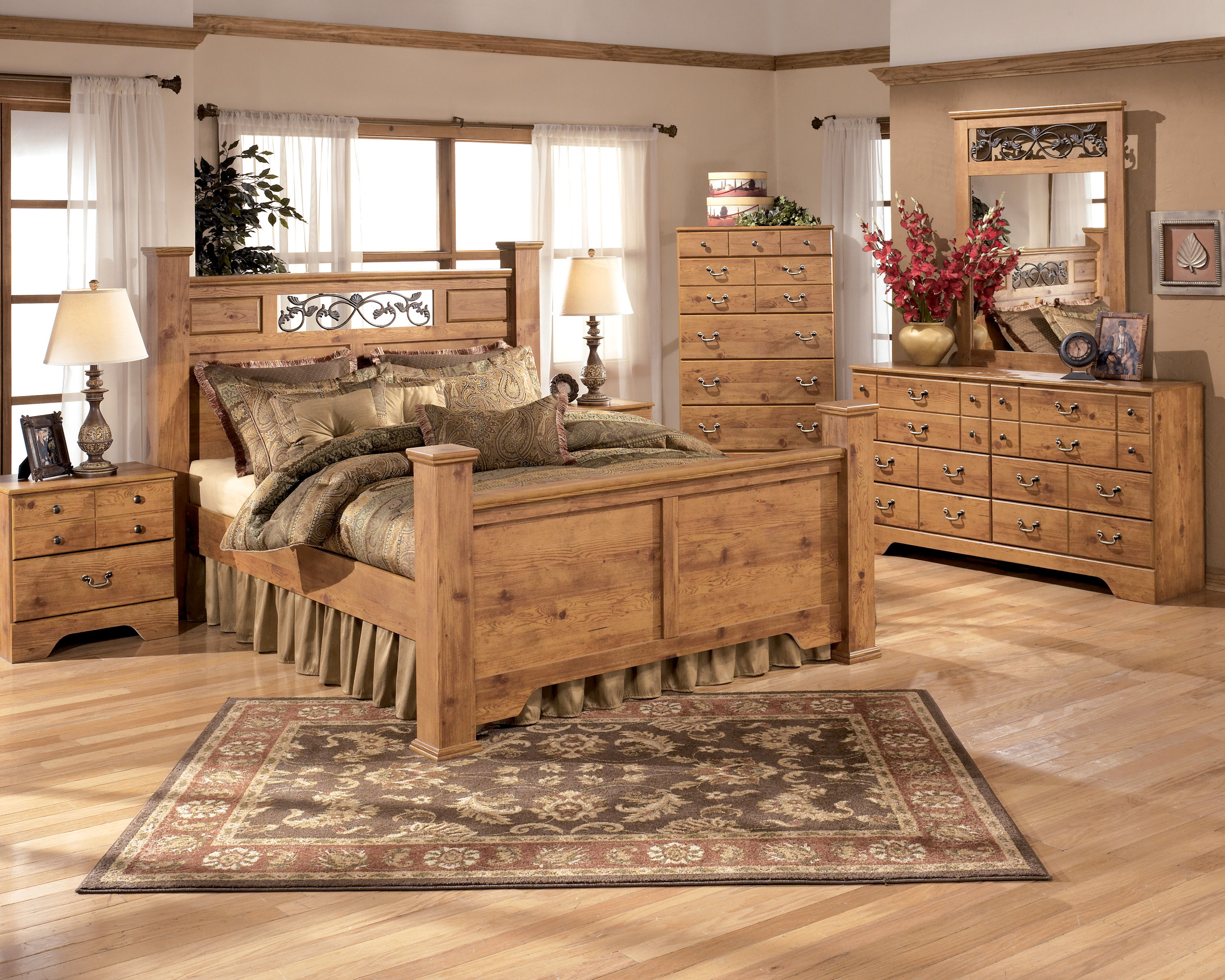 King poster bed set -  Set W King Poster Bed Click To Love Itclick To Enlarge