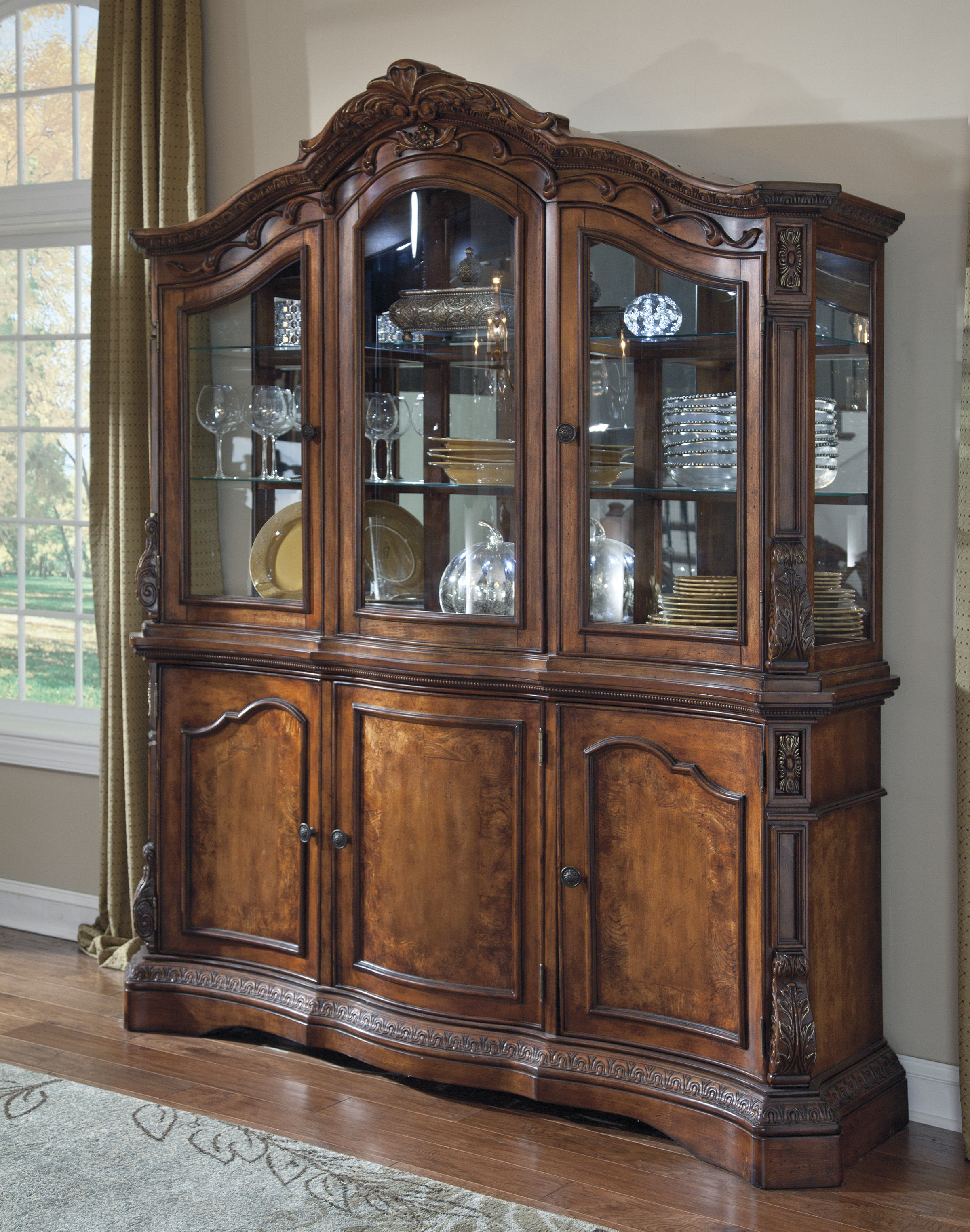 Ledelle Traditional Brown Wood Dining
