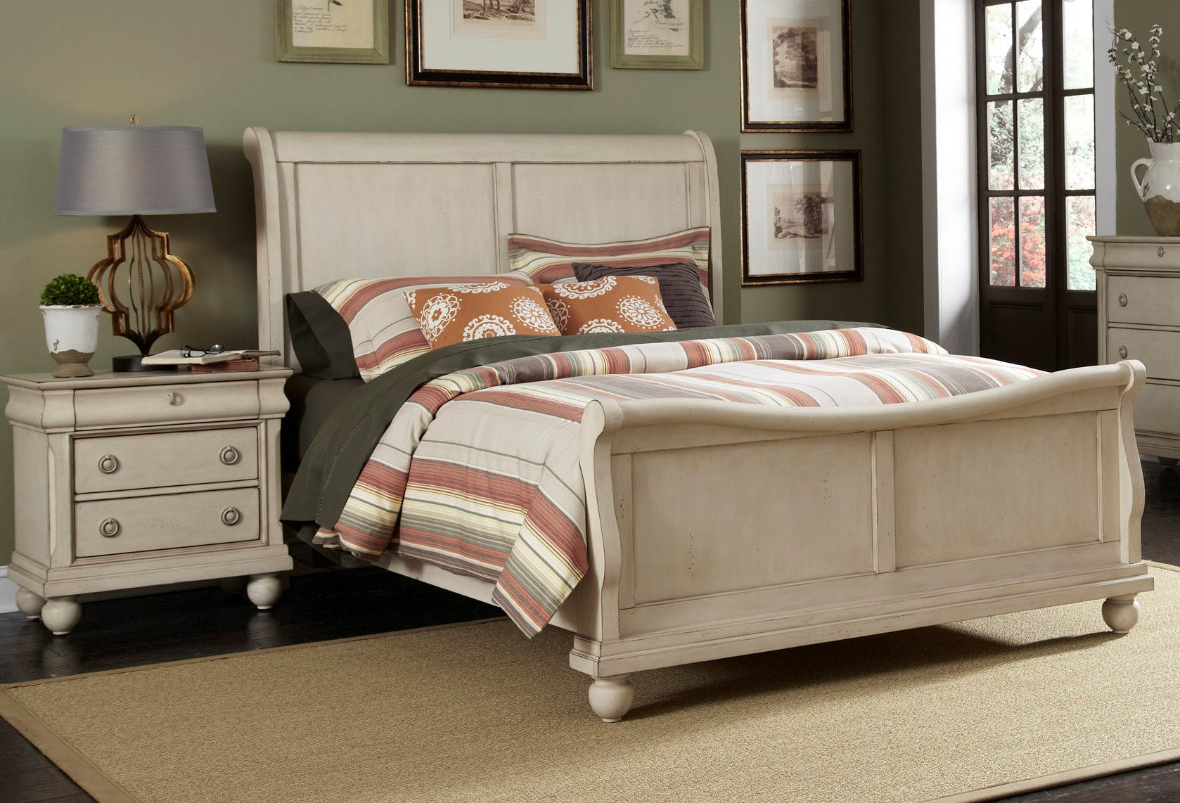 Liberty Traditions Ii White 2pc Bedroom Set With Queen Sleigh Bed