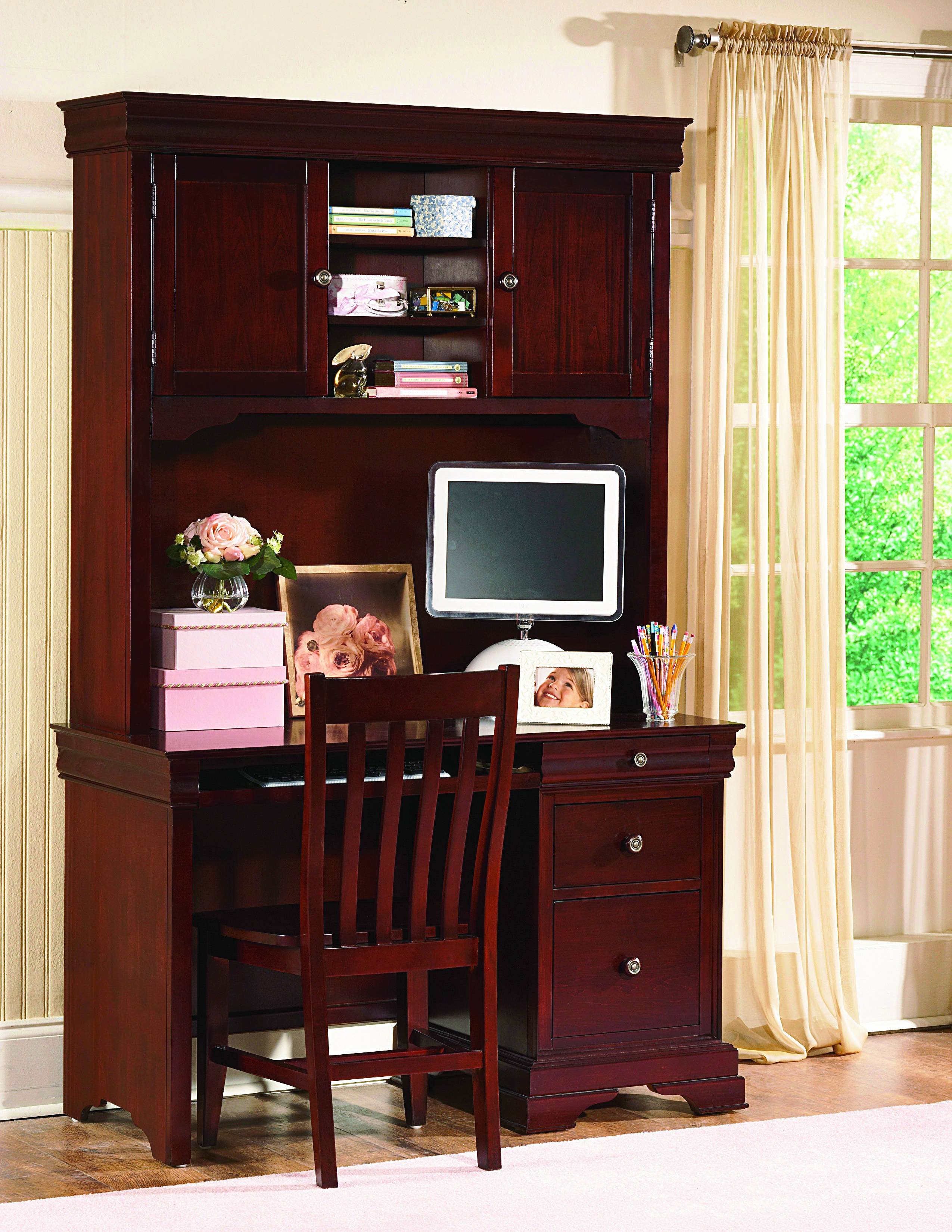 Youth Desk Hutch With Chair To Enlarge