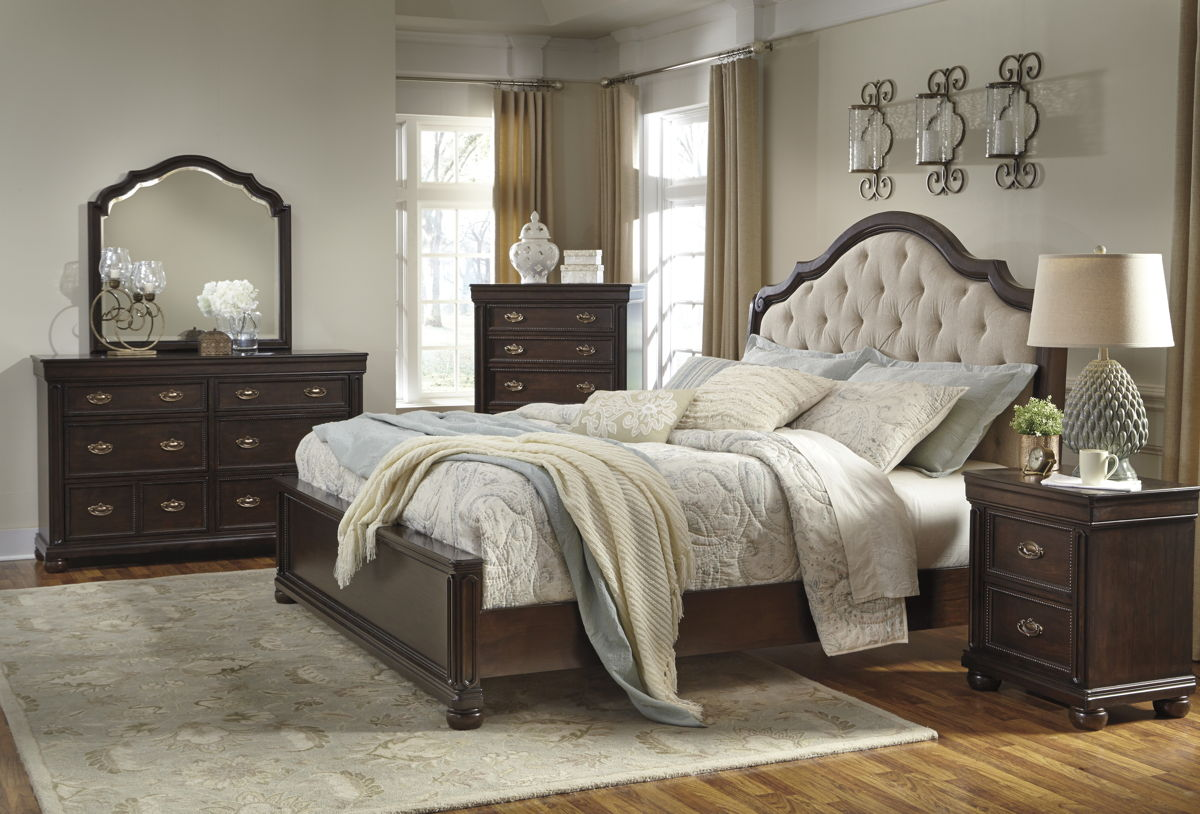 Moluxy Traditional Dark Brown Solid Wood Fabric Master Bedroom Set B596-BR